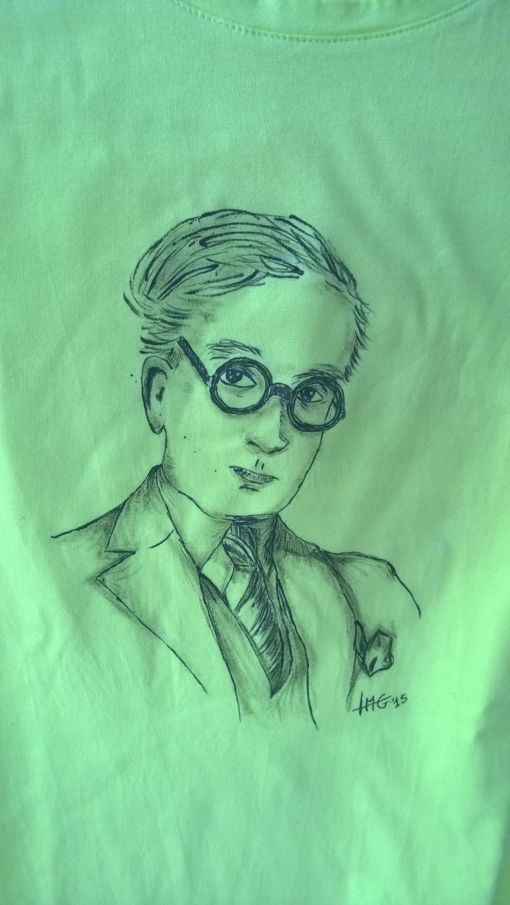 Kavafis, one of my favourite poets. Here, handpainted on a acid green t-shirt.