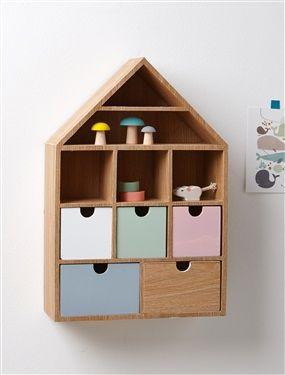 Étagère en forme de maison pour ranger et exposer ses petits objets. Un style scandinave caractérisé par le bois et les couleurs sorbet.Détails5 casie