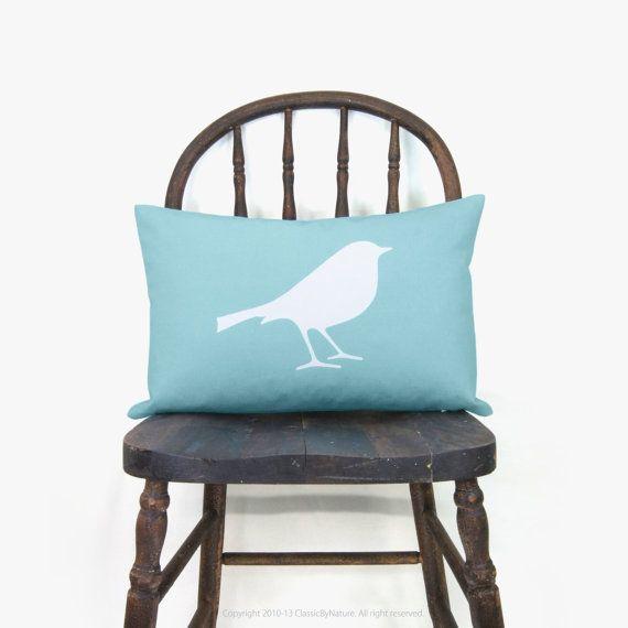 Coussin bleu aqua | Impression d'oiseau sur coussin décoratif 30x45 | Housse de coussin rectangle en blanc et bleu ciel |  Printemps / été