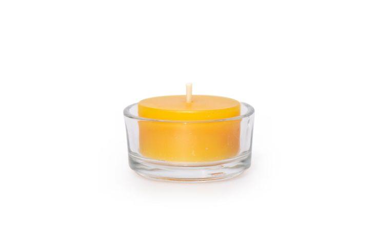 Bienenwachs Teelicht im Glas  Unsere Bienenwachskerzen werden in unserer Manufaktur in Handarbeit hergestellt. Wir verwenden nur reines Bienenwachs ohne jegliche Zusätze. Die wohltuenden, natürlichen Farbtöne des Bienenwachses erfreuen das Auge. Durch die naturbelassenen Materialien entsteht ein behagliches, lebendiges Kerzenlicht. Es vermittelt Wärme und Geborgenheit, innere Ruhe stellt sich ein.