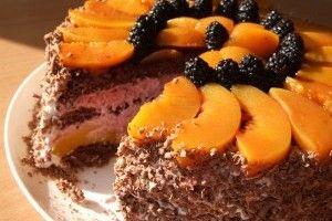 Tort cu piersici si crema de mure - Culinar.ro