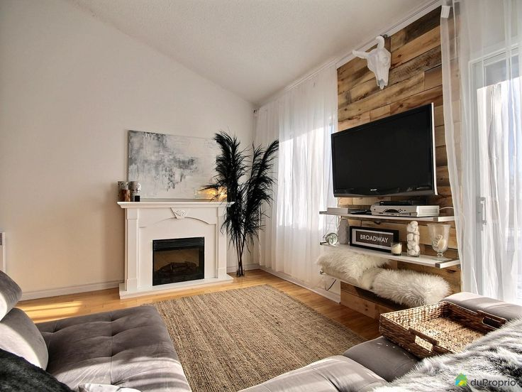 Magnifique condo très lumineux à aire ouverte, entièrement rénové, murs en bois de grange brut....
