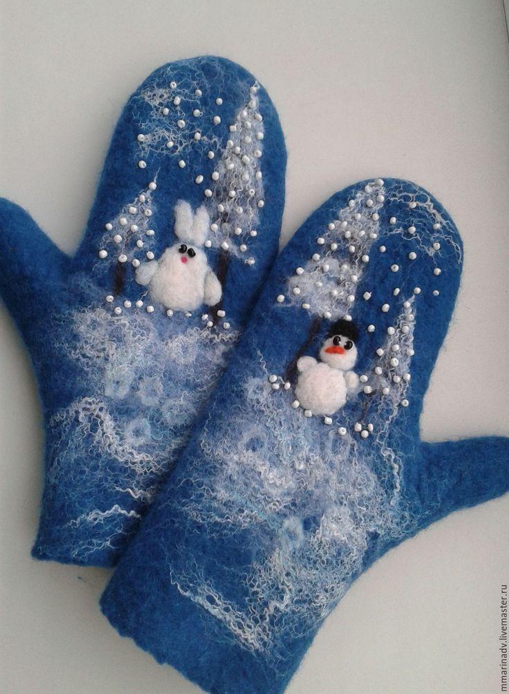"""Купить Валяные варежки """"Новогодние сказки"""". - синий, зима, зимушка, снеговик, Снег, снежинки, зайчик"""