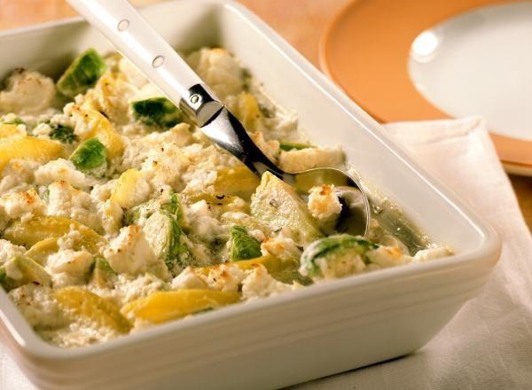 """Het lekkerste recept voor """"Spruitjesgratin met aardappelen en geitenkaas"""" vind je bij njam! Ontdek nu meer dan duizenden smakelijke njam!-recepten voor alledaags kookplezier!"""