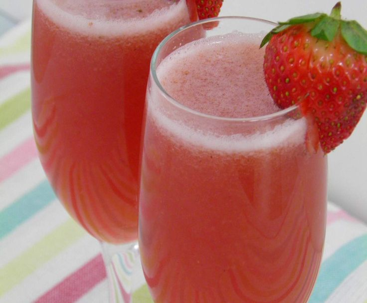 Recipe Strawberry champagne cocktail by Thermomix in Australia - Recipe of category Drinks