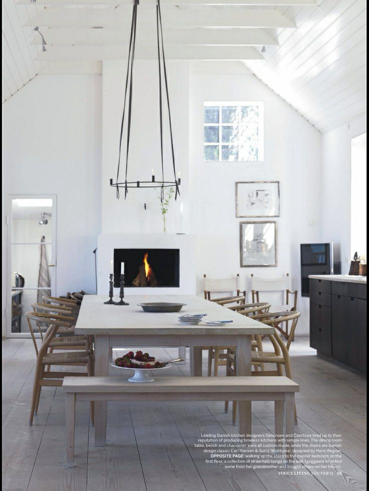 Danish retreat vogue living February/14 Sillas Wishbone lustradas