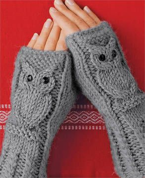 Fingerless gloves with cute knit-in Owl motifs. Pattern is in German (?)