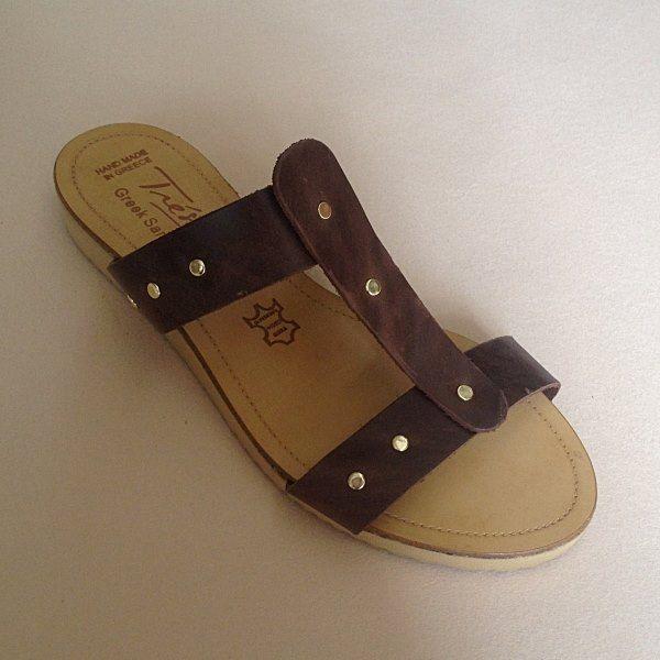 Greek Sandals (Δερμάτινα :: Πέδιλα, Σαγιονάρες, Παντόφλες) @ www.GreekShoes.Net > Κωδικός: 260.509 > Μεγέθη: Νο.35-Νο.41 (τιμή 30€) & Νο.42-Νο.45 (τιμή 40€) > Σόλα: Σφήνα ή Φλάτ | Λευκή ή Μπέζ > Χρώματα: Ταμπά, Μαύρο, Άσπρο, Φυσικό, Χρυσό, Χαλκός, Κοραλί, Κίτρινο, Μπλε