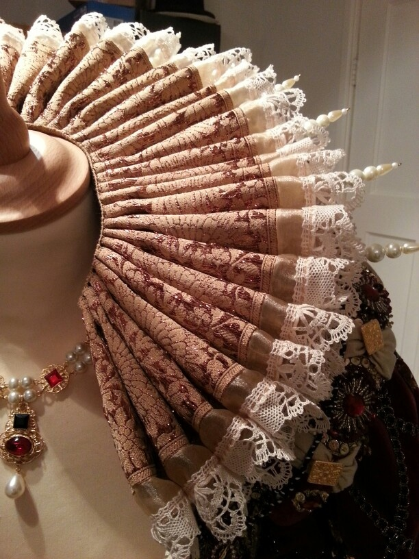 Elizabethan ruff on pearl decorated supportasse.  Made by Angela Mombers.