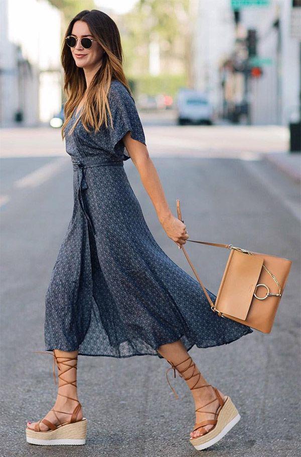 Street style look vestido midi com flatform.