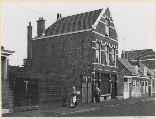 In deze straat heb ik kort gewoond eind '70er jaren. Dit is Roerstraat 57-59-61, gezien vanaf het Schipperplein 1961 Dienst voor de Wederopbouw en Stadsontwikkeling #ZuidHolland #Scheveningen