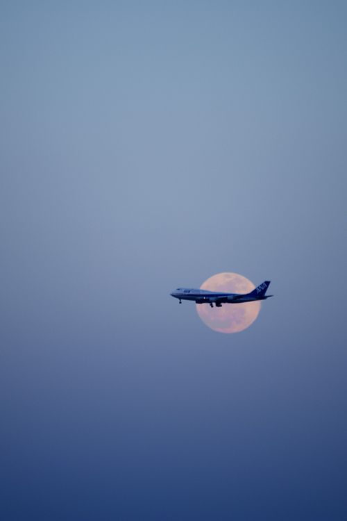ANA 747 inbound to Haneda crosses the full moon.