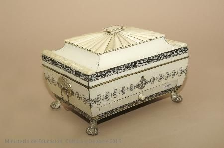 Joyero en marfil. Producción anglo-hindú del primer tercio del siglo XIX. CE27454