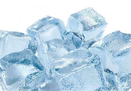 La hieloterapia como tratamiento para perder peso o como remedio natural contra la flacidez no se pone en ningún momento en riesgo la salud y no tiene efectos secundarios :) Genial yo lo voy a colocar en práctica