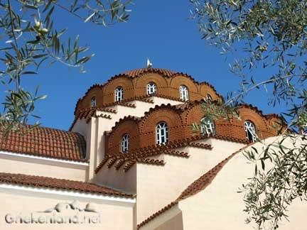 Een van die schitterende Byzanthijnse kerken op de Peloponnesos in Griekeland. One of those nice Byzanthine churches on the Peloponnese in Greece.