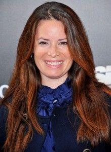 Holly Marie Combs Hairstyle, Makeup, Dresses, Shoes and Perfume