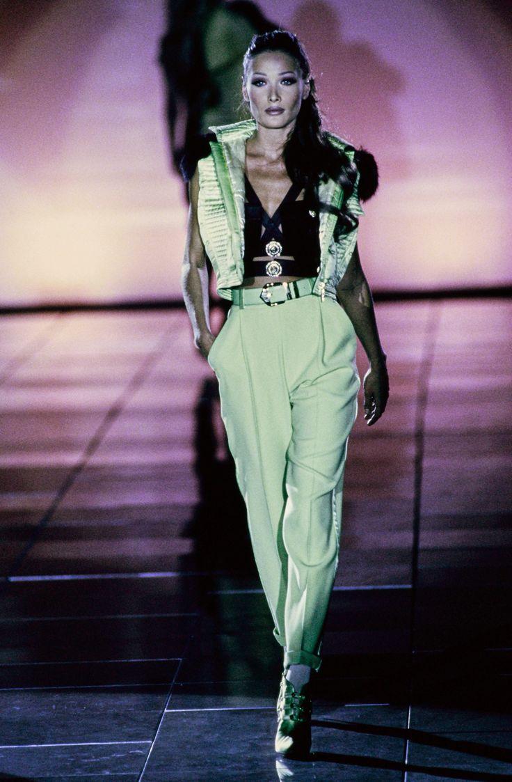 Carla bruni walking the versace f w 1992 rtw runway runway