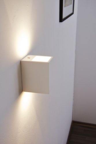 25 parasta ideaa pinterestiss wandstrahler wandleuchte treppenhaus strahler ja treppenleuchten. Black Bedroom Furniture Sets. Home Design Ideas