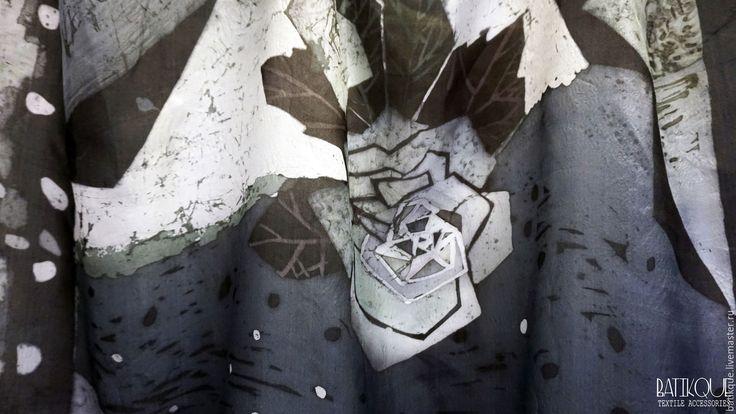 """Купить Батик Палантин """"Кристаллическая роза"""" 2 - темно-серый, абстрактный, роза, тёмно-синий"""