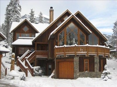 Escape to the Ultimate Dream Mountain Home in the Canadian Rockies!