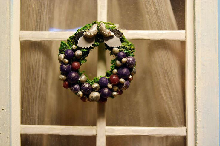 Ney Year Wreath, 1/12 Dollhouse Miniature Scale by Galchi on Etsy