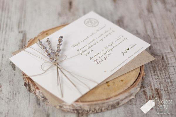 Invitación estilo campestre con lavanda. Modelo Lavanda #wedding #invitation #stationery #lavender