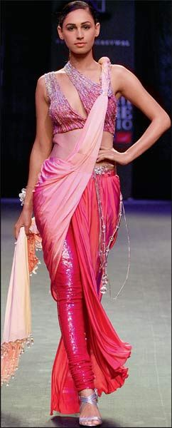#Bunch it and flaunt it by wearing your #saree #sari in such a innovative style.