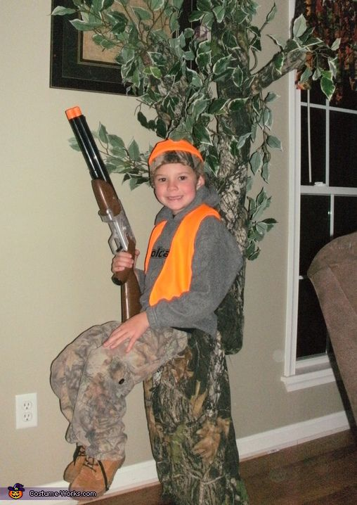 Hunter In A Tree Stand Halloween Costume Contest At