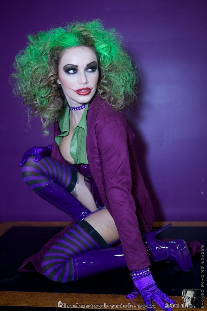 I would love to do this for next halloween!! female Joker by Rick Garcia