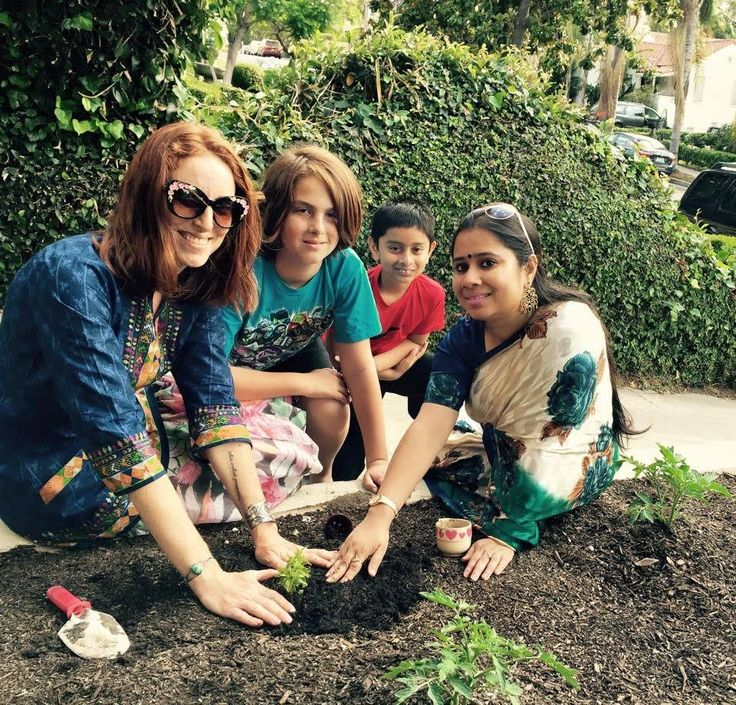 Women Who Farm Full Launch in Spring 2017. Join us now. From Food Desert to Food Gardens: Turn Apartment Lawns Into Urban Farms According to the U.S. Department of AgricultureNearly 1 million Cali…