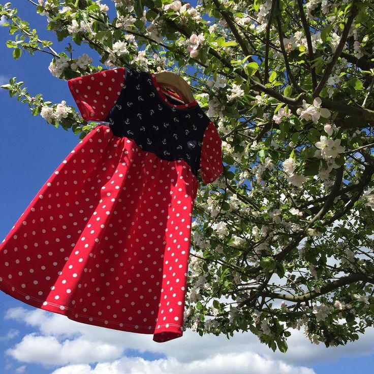 """šatičky ... HELLO SAILOR - dívčí šaty z bavlněného úpletu, slušivý střih, který umožňuje malým slečnám volný pohyb nožek při lezení a běhání - dětem se dobře obléká, nikde netlačí šatičky ve velikostech """"KLASIK"""" a """"SLIM""""  ... prosím měřte, míry v tabulce velikostí  materiál: ..."""