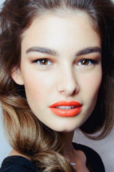 Ein ebenmäßiger Teint und orange Lippen - mehr braucht man in diesem Sommer nicht! #trend2014 #orange #makeuptrend