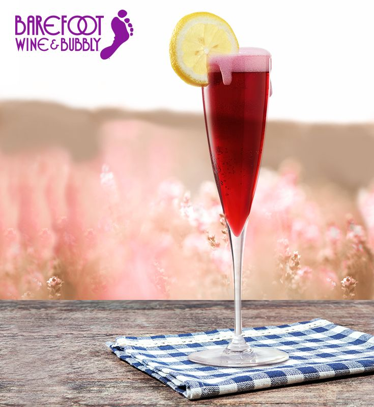 Barefoot Bubbly Blueberry Lemonade Twist made with Barefoot Bubbly Extra Dry and a splash of blueberry juice.