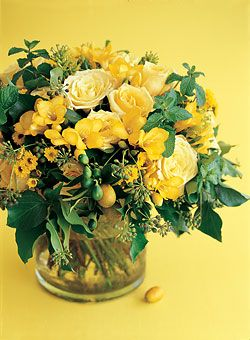 Yellow Summer Wedding Centerpiece  - Centerpieces and matching cakes for every season - Wedding Flowers