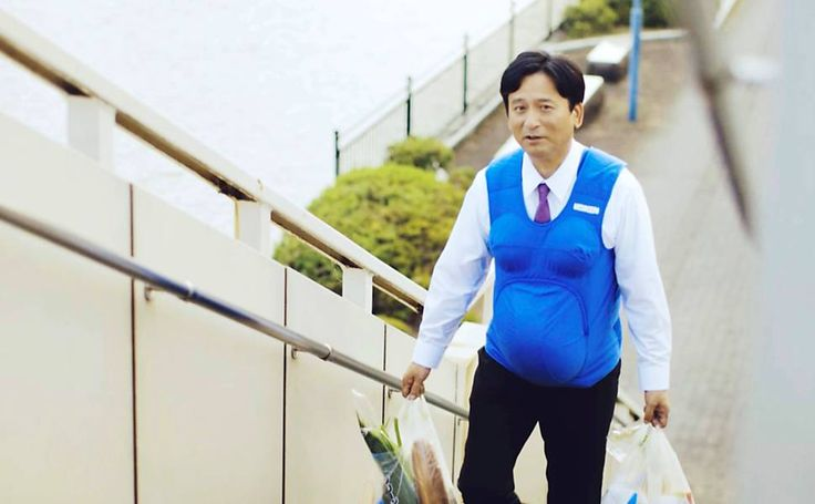 Políticos japoneses simulam gravidez para que homens façam tarefas de casa - 03/10/2016 - Equilíbrio e Saúde - Folha de S.Paulo