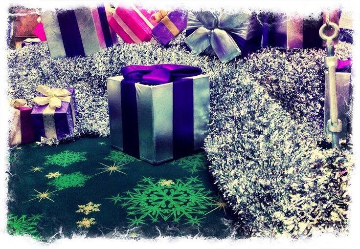 Pamiętajcie!! Do 24 grudnia w Świątecznym Punkcie Pakowania Prezentów zapakujemy wszystkie upominki zakupione w GH Sky Tower. Przyjdź z paragonem i zapakuj prezent   http://galeria.skytower.pl/pakowanie-prezentow.html