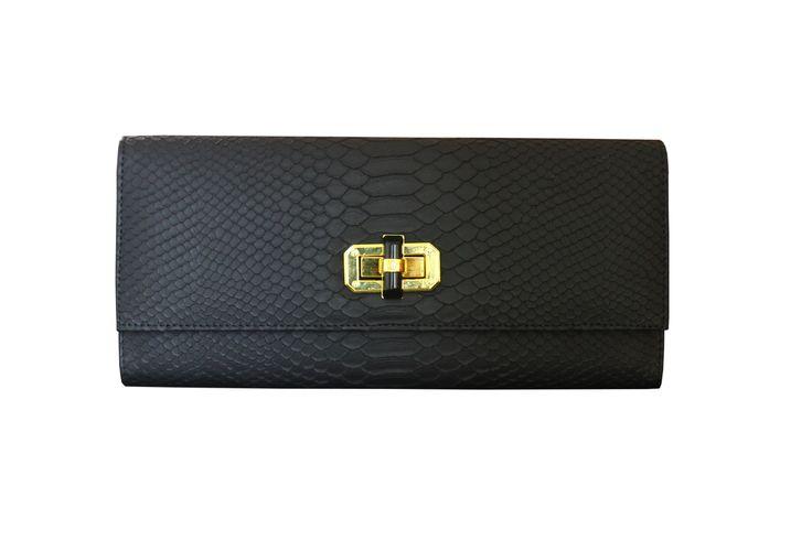 Poison Ivy 1D clutch bag #clutchbag #taspesta #handbag #clutchpesta #fauxleather #kulit #snakeskin #kulitular #animalprint #persegi #fashionable #simple #colors #black Kindly visit our website : www.zorrashop.com