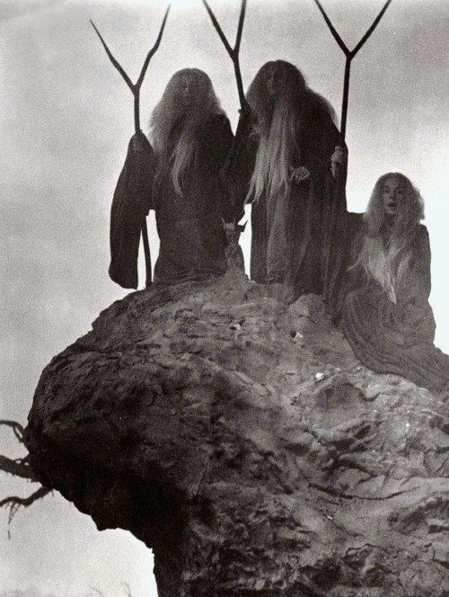 three fates, wyrd sisters, three crones of glory: Three Witches, Macbeth 1948, Occult, Art, Posts, Orson Welles, Dark Side, Photo