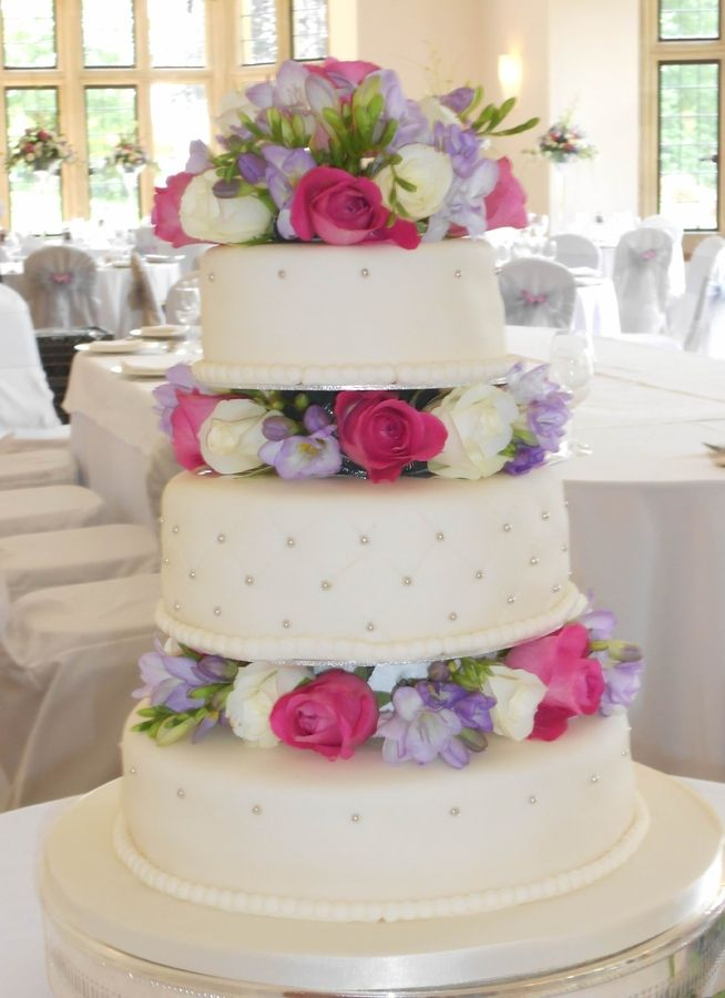 wedding cake fresh flowers