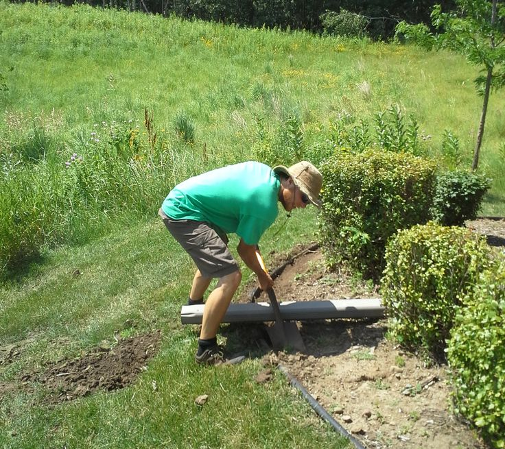 Creating a good edge for #landscaping mulch.  ringlawncare.com