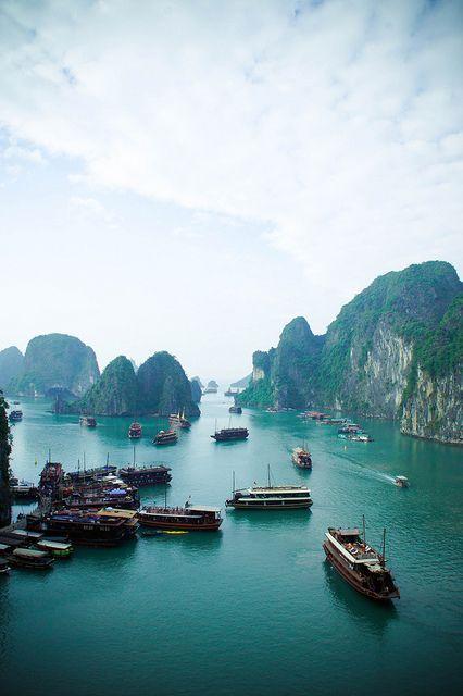 Wietnamska Zatoka Ha Long została zasiedlona już ponad 10 000 lat temu. Przez wiele lat stanowiła ważny ośrodek handlowy. Odkrywaj świat z Big-Active http://www.big-active.pl/