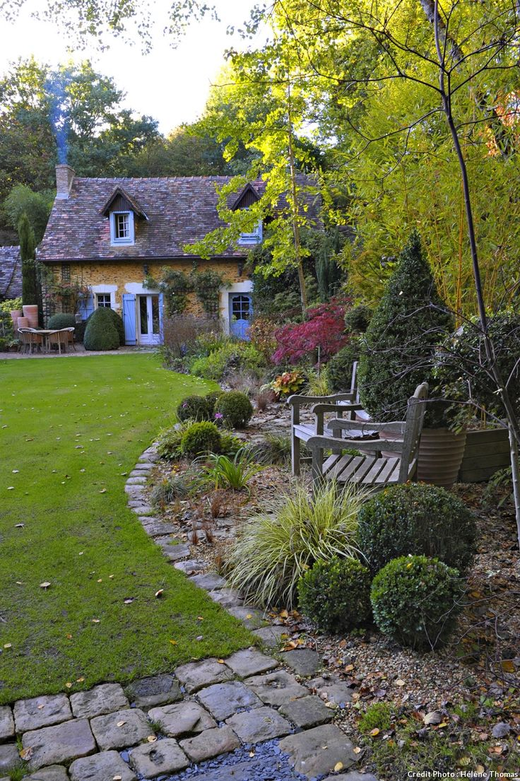 Best 25 country cottages ideas on pinterest cottages cottage and stone cottages - Deco petit jardin ...