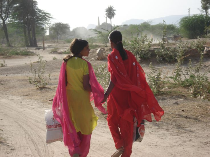 Bright colours, dusty landscape, Rajasthan