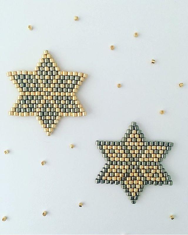 Très heureuse de vous présenter ma collaboration avec Cultura. Vous retrouverez sur Cultura.com et dans les magasins, le matériel et mon tutoriel pour réaliser ces étoiles de Noël en perles de rocaille pour une mise en beauté de votre sapin ou en Miyuki monté en broche pour soi ou à offrir . Pour trouver ce tutoriel c'est sur Cultura.com que ça se passe  https://www.cultura.com/etoiles-tissees-par-jolis-pois.html J'en profite pour remercier Magali.Bon tissage.
