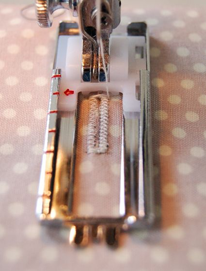 buttonhole tutorial - may need this one day. have never made a button hole as of yet.... ADH Note: This is my buttonhole foot! Yay for pictorial directions! I can try this out now.