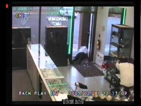 Armed robbers get owned by Marine - YouTube