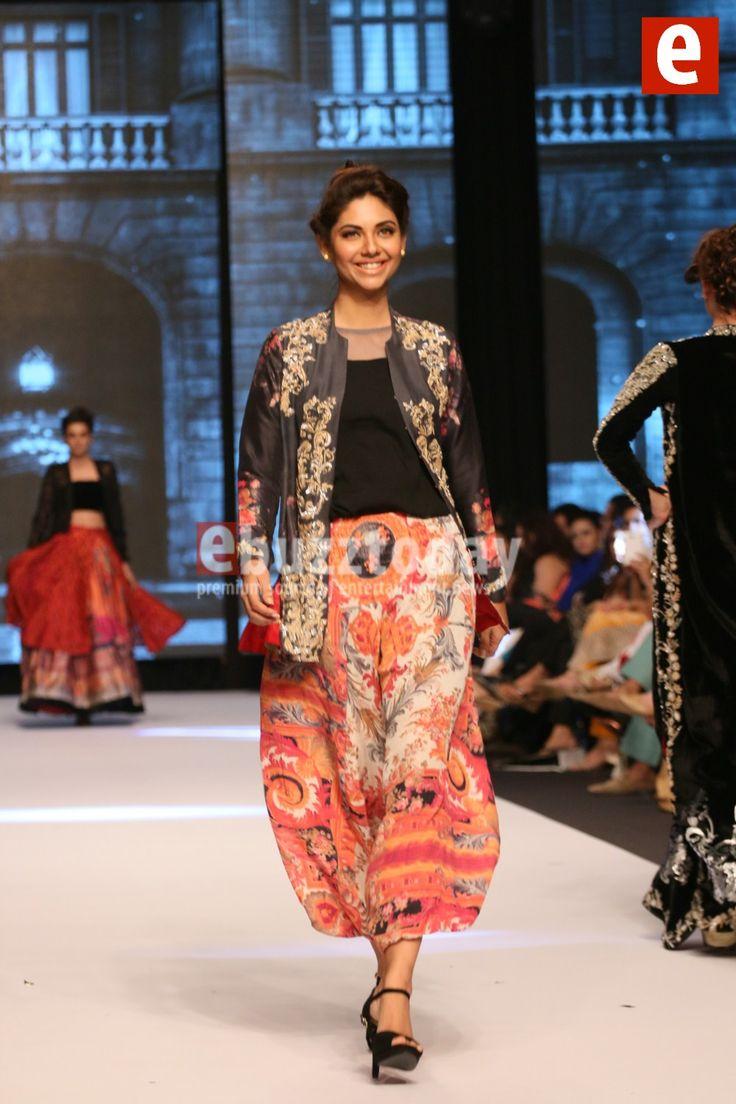 Nida-Azwer-fashion-pakistan-week-autumn-winter-ebuzztoday (53)
