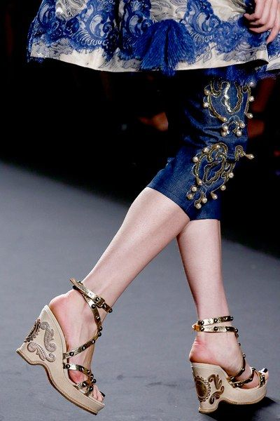 See detail photos for Anna Sui Spring 2013 Ready-to-Wear collection.