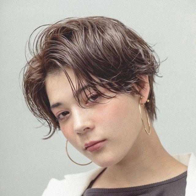 中性的な髪型 15選 ジェンダーレスな魅力で一歩先を行く大人女子のおしゃれヘア 美的 Com 中性的 髪型 ショート パーマ 黒髪 ショート パーマ
