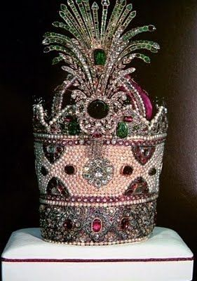 The Kiani Crown made on the orders of Fath Ali Shah is undoubtedly one of the most fabulous crowns ever made in the history of the monarchies of the world, and is a testimony to the excesses of the Qajar Shahs who were always inclined towards pompous behavior.